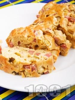 Класически солен кекс (сладкиш) с шунка, сирене и краставички - снимка на рецептата